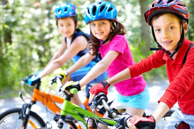 Les enfants jouent, évoluent et forgent leur avenir